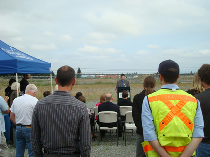 Mayor speaks about benefits and improvements of the 156th overcrossing project