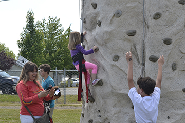 scaling rock climbing wall at marysville challenge day